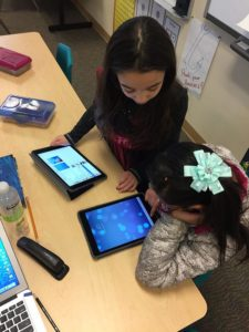 Ipad Students working together